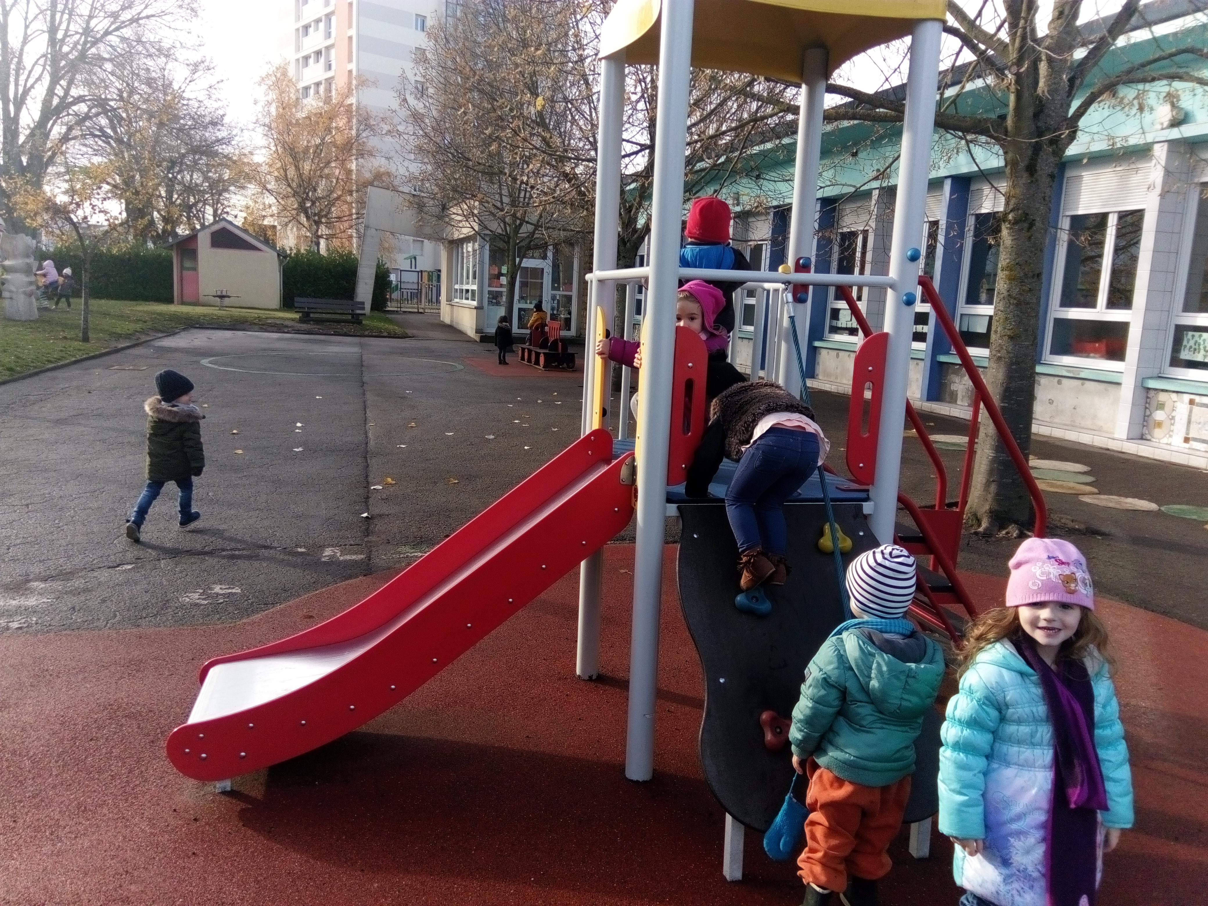 Audacieuse La cour de récréation: classe des Petits. | Blog de l'école EG-78